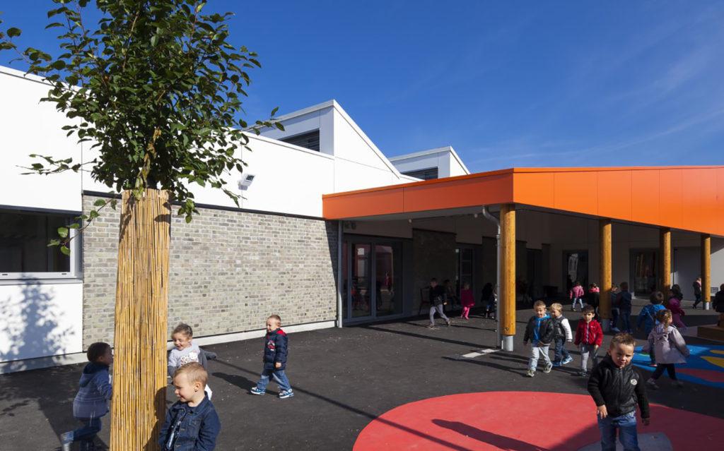 Photo projet terminé paysagiste cour d'école Duclos Lanoy à Waziers enfants jeux ludiques récréation plantations